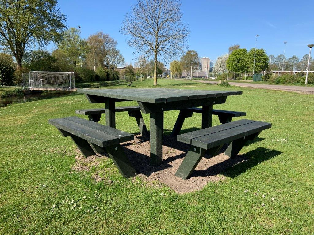 4 banks picknicktafel